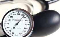Экстренная помощь при давлении 180 на 100 — почему возникает и что нужно делать в первую очередь