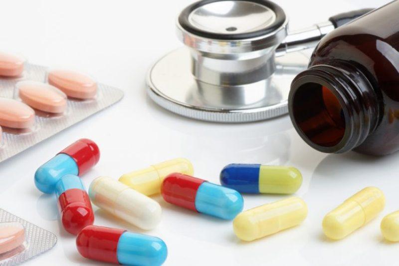 стетоскоп и лекарства