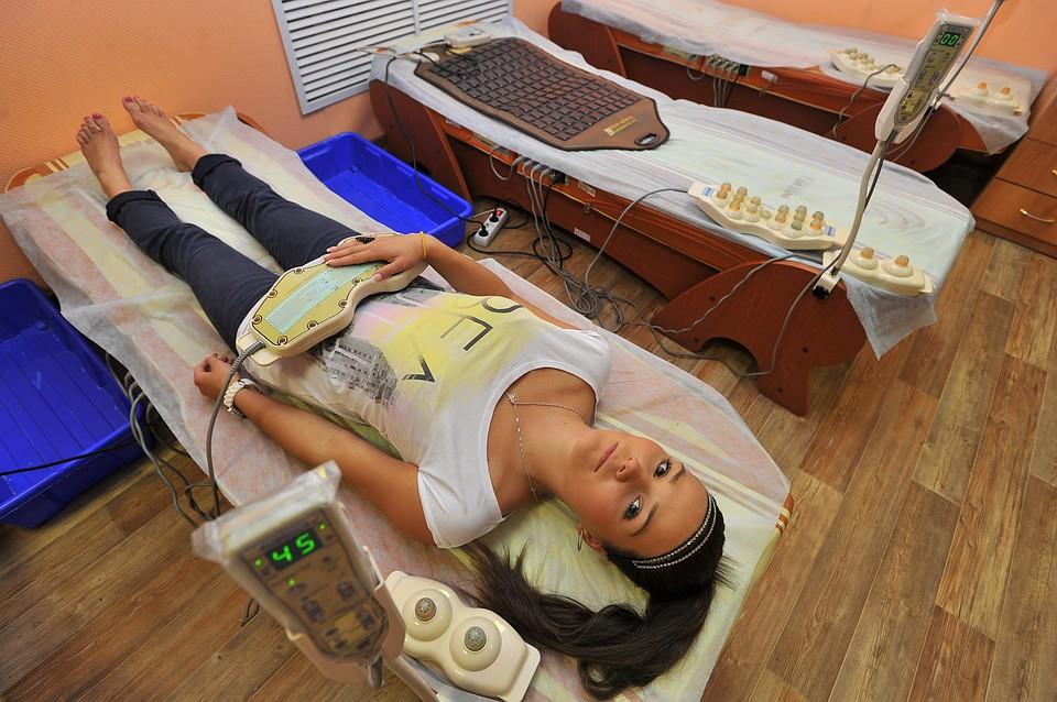 девушка на физиотерапии