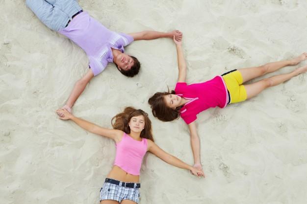 подростки на отдыхе