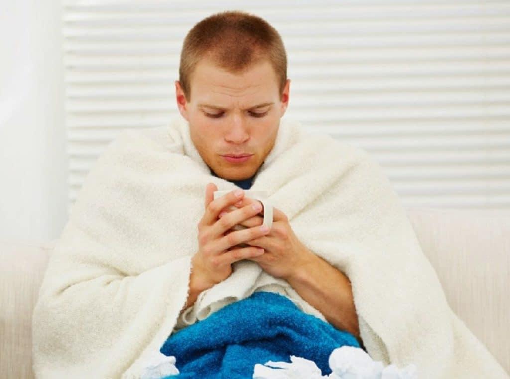 мужчина с простудой