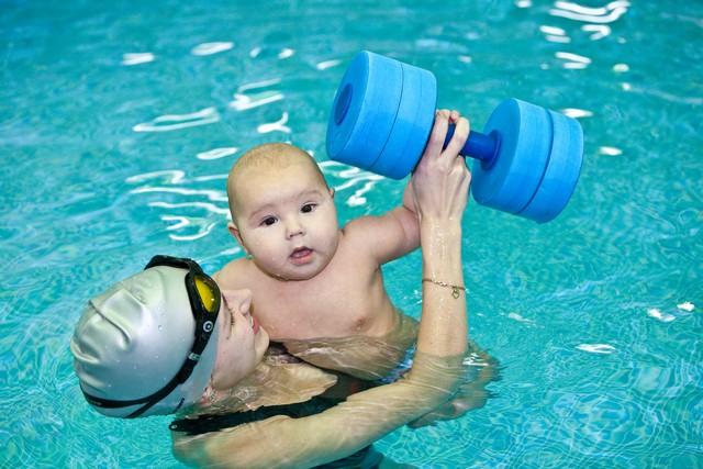 занятия в бассейне с грудничком