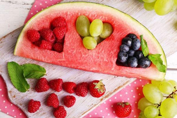 арбуз и ягоды