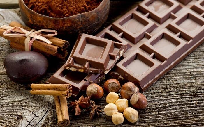 шоколад орехи и специи