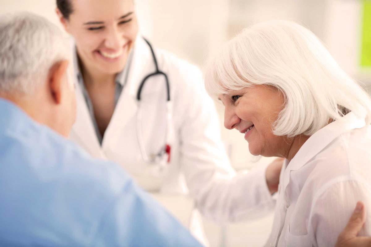 врачи и женщина