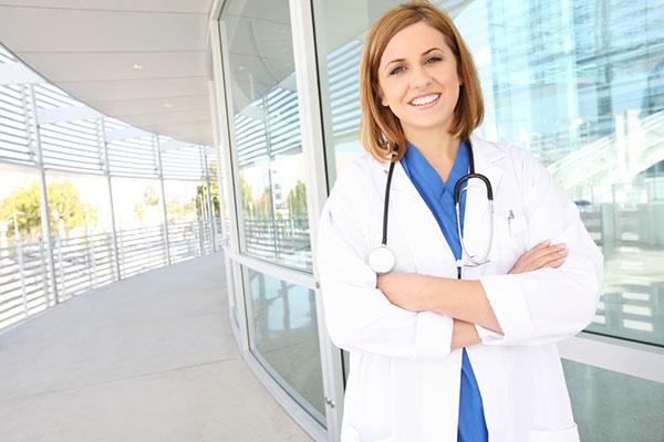 девушка доктор