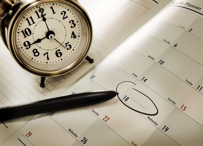 календарь ручка и будильник